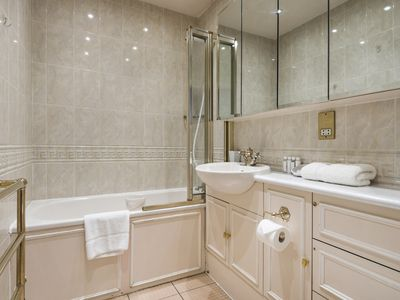 Photo for Stunning flat in Notting Hill