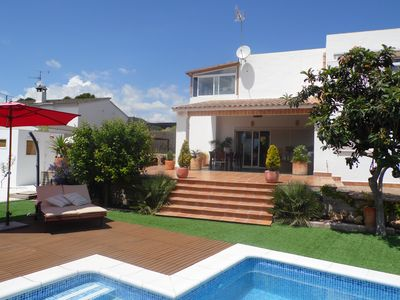 Photo for Villa with private pool and garden 13 km from Sitges (Reg. TC HUTB 009 562)