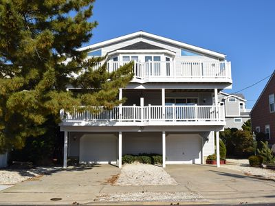 Photo for 3RD house from the beach! VERY short walk to shopping, restaurants, Dealy field and ice cream