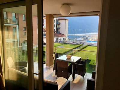 Photo for 2 bed apartment with lake views, pool & jacuzzi