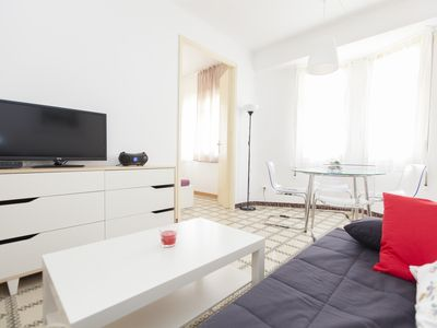 Photo for Plaza España Fira apartment in Poble Sec with WiFi & air conditioning.