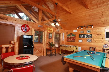 High Quality Property Image#5 Falling Stars View, Game Room, Unlimited DVD Rentals,  Sleeps