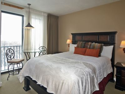 Photo for Lovely remodeled 2 bed/3 bath Condo, views, WIFI, hot tub, pool, near Jordenelle