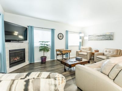 Photo for Newly renovated condo/Downtown just steps away