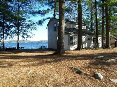 Charming Lake Front Cottage . Family Friendly