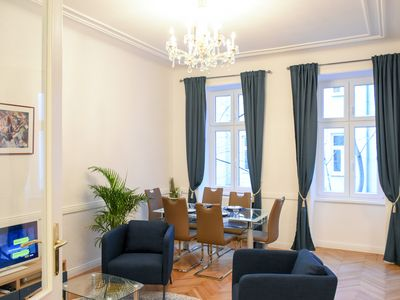 Photo for 100sqm Central quiet and renovated - near Museumsquartier and Imperial Palace