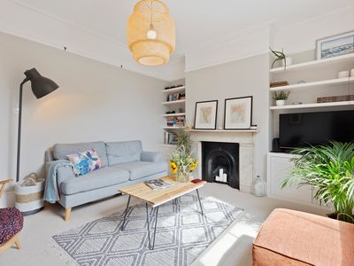 Photo for Stunning 2 Bed House, Sleeps 4 nr  Finsbury Park