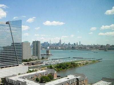 Photo for Luxury 2 Bedroom Apartment with Manhattan Views