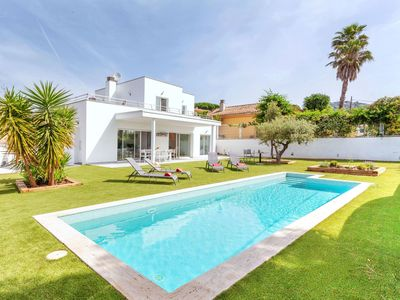 Photo for This 3-bedroom villa for up to 6 guests is located in Santa Cristina De Aro and has a private swimmi