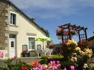 Photo for Cheap and popular cottage 600m from the beach in Brittany.