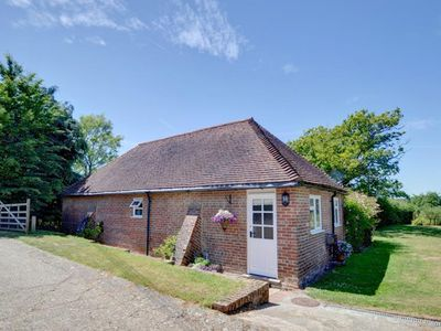 Photo for Lovely farmhouse with tennis courts in peaceful location in Goudhurst