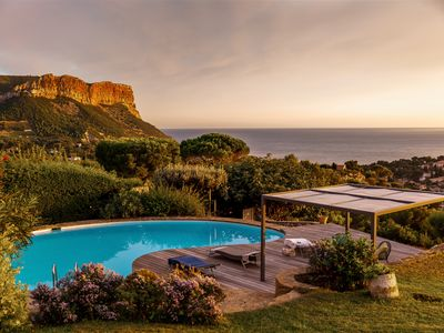 Photo for Panoramic view of the bay of Cassis, swimming pool, petanque, 4 bedrooms