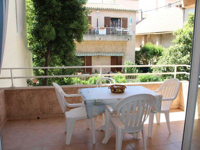 Photo for Large T2 with terrace, parking, heart bandol all on foot, beach 500m