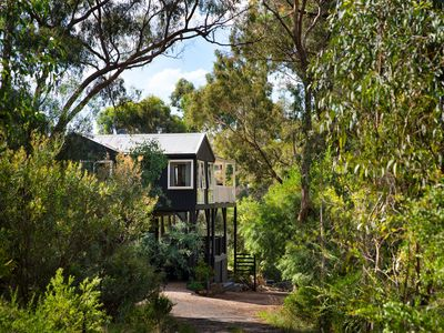 Photo for Lovely four bedroom holiday home in Hepburn Springs