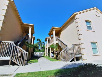 Nice 2 bedroom condo for 6 with a pool; Free Wi-Fi