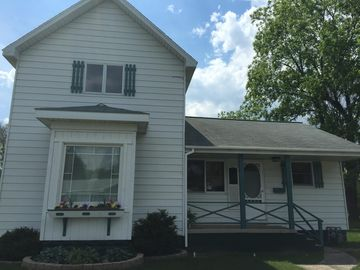 Downtown East Tawas  .. close to Restaurants, Shopping, and Beaches!