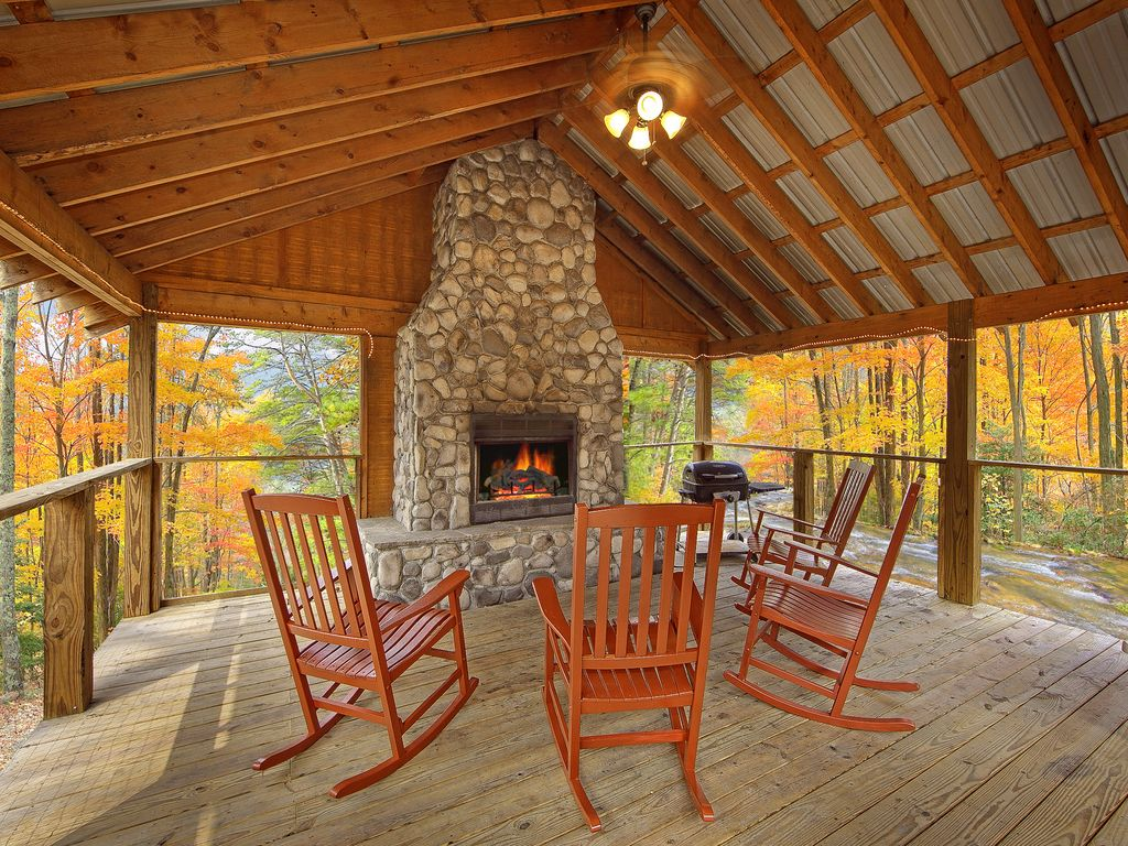 Cabin bedroom fireplace - Cabin On The Creek 4 Bedroom Luxury Cabin With Outdoor Fireplace