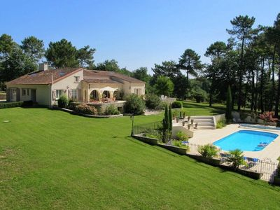Photo for An immaculate family- friendly villa in the Entre-deux-Mers