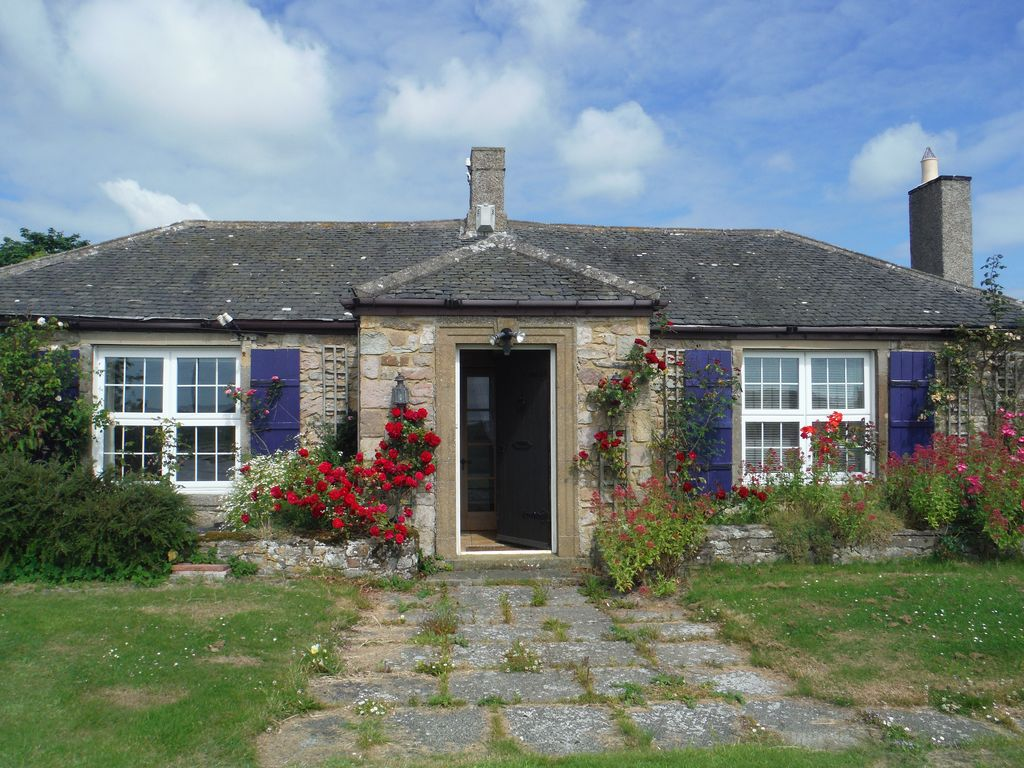 E10292 beautiful cottages set in own grounds with sea for Beautiful cottages pictures