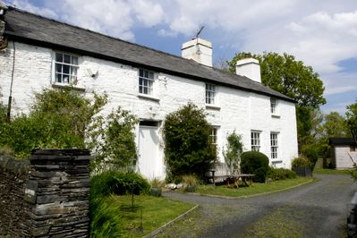secluded but only 15 minutes from Aberdyfi beaches and Machynlleth.