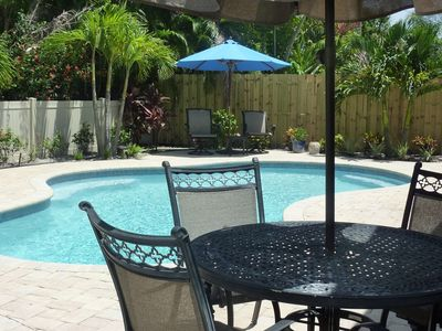Adorable, Affordable, Comfortable, Florida Cottage, GREAT Location With Pool