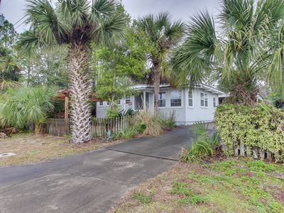 Photo for Charming cottage in central location, near the beach and more!