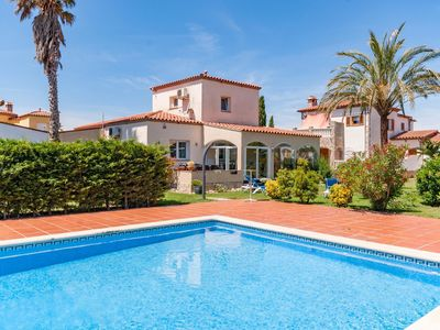 Photo for Fantastic villa for 6 people with communal pool in Vilacolum