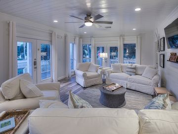 Cottage by the Sea ~ Wrap Around Balconies and Community Pool! ~ *4 Bikes Incl