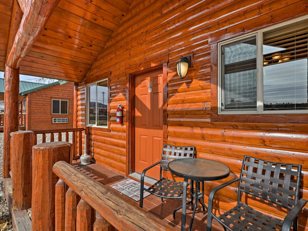 This 2 Bedroom, 2 Bathroom Tropic Vacation Rental Cabin Is The Perfect  Destination