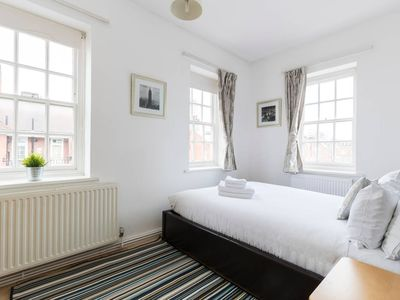 Photo for Charming 2 bed flat close to Big Ben (for 5)