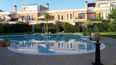 Photo for 4 bedroom bungalow in Urb. Located within the golf course of Alicante