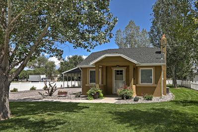 This 1BR, 1-bath home is nestled in the center of the 5 National Parks in Utah!