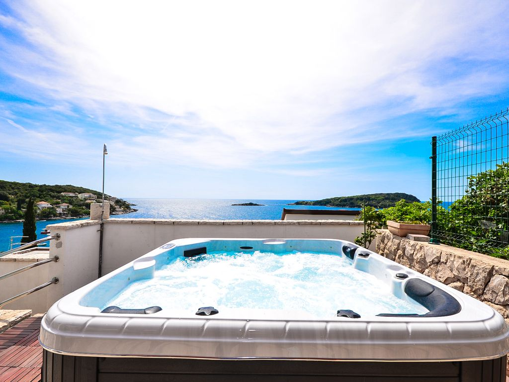 Villa Becir - Molunat Croatia: Extraordinary 4**** villa by the sea ...