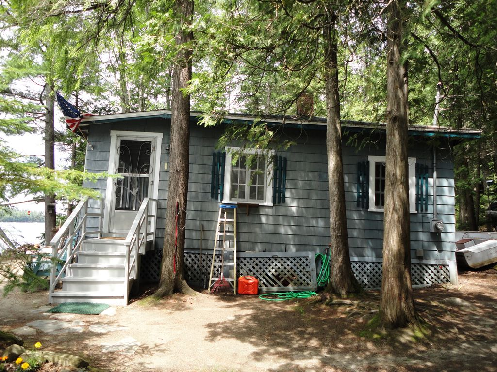 Maine cozy cottage on holbrook pond near acadia nat 39 l for Cottage builders near me