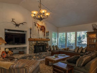 Walk To Ski Lift, 5-Star Private Family Home, Great Views