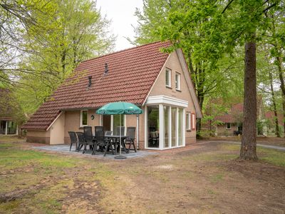 Photo for 8-person bungalow in the holiday park Landal Landgoed 't Loo - on the water/recreation lake