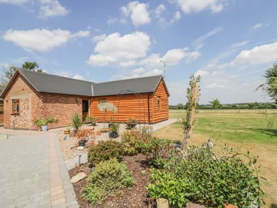 Photo for WILLOW LODGE, romantic, with a garden in Hinckley, Ref 988199