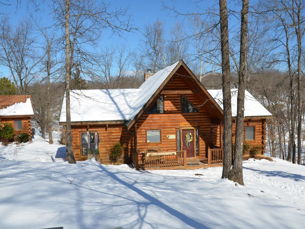 Log cabin in the woods winter - Property Image 4 Amazing Wood Log Cabin Pvt Hot Tub In Woods Wifi Fireplace