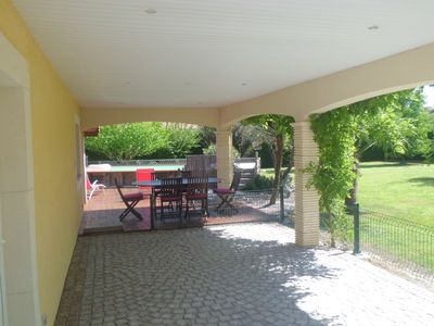 Photo for Provencal style holiday home with heated pool and pétanque area.