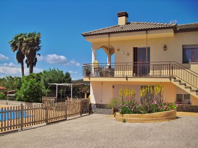Photo for Holiday villa with free wifi, pool and parking in La Bisbal del Penedés, Costa Dorada - CD374