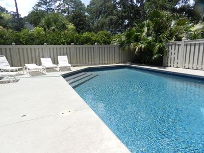 Pet Friendly overlooks Egret Island, enclosed courtyard pool for children & pets