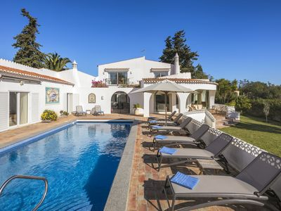 Photo for Casa Leão - Lovely 4 bedroom villa with stunning sea views, jacuzzi and pool!
