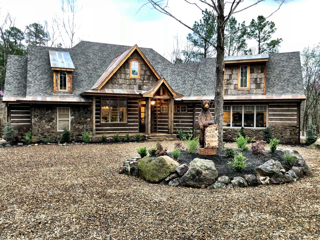 New! The Rust Bucket is a one-of-a-kind, ultra-luxe rustic cabin that  sleeps 18! - Broken Bow