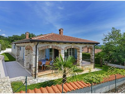 Photo for Authentic holiday home with private pool and covered terrace !