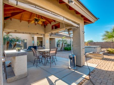 Hot Tub and Outdoor Kitchen! Gorgeous AZ Sunsets! Community Pool!