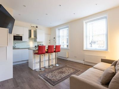 Photo for Modern 2 Bedroom Flat Near Baker Street