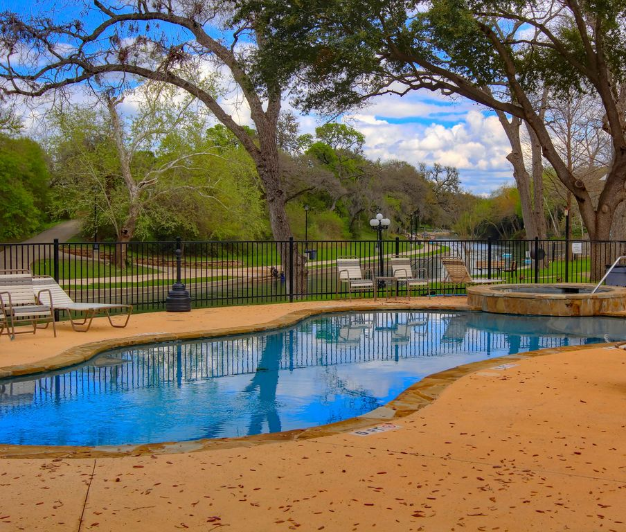 Rrc 203 2 2 located right on the comal rive vrbo - 2 bedroom suites in new braunfels tx ...