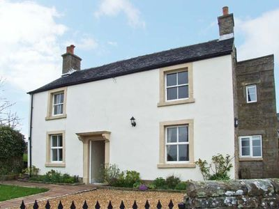 Photo for HEATHYLEE, family friendly, with a garden in Longnor, Ref 7800