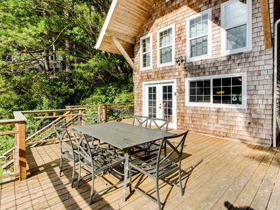 Photo for Two-level lakeside home w/ outdoor kitchen and stunning views *Boat access only*