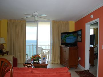 Clean Quiet Upscale Beachfront Condo for discriminating families